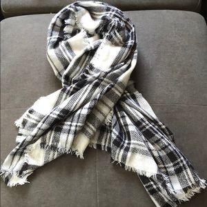 Paid wrap scarf